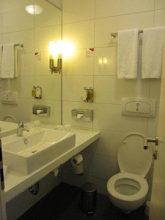 Mercure Hotel Wiesbaden City: 浴室