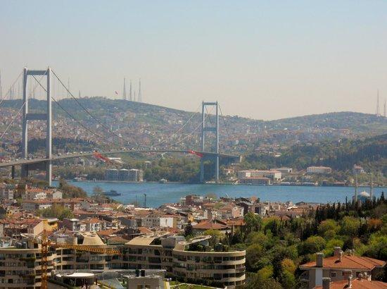 Dilhayat Kalfa Hotel: Bosporus bridge
