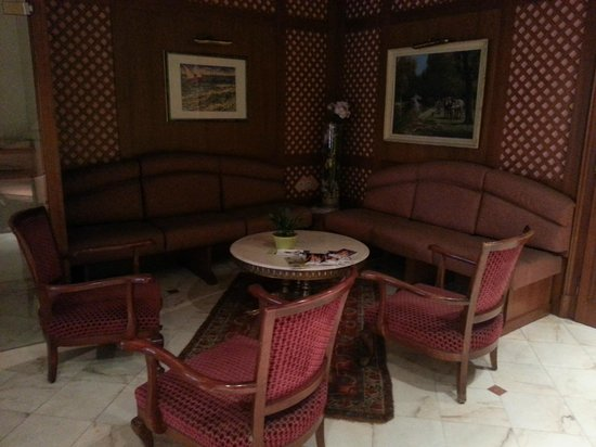 Logis Hôtel Au Cerf d'Or : Lobby