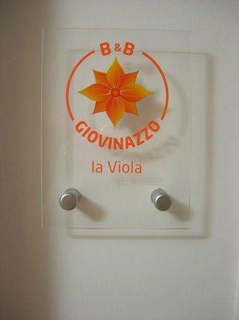 B&B Giovinazzo: Plate of Room La Viola