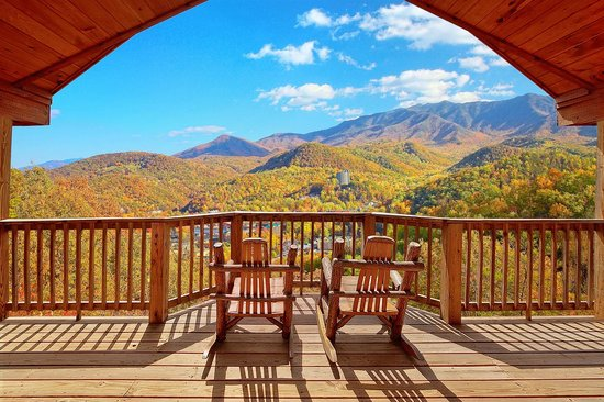 Elk Springs Resort: Covered Deck