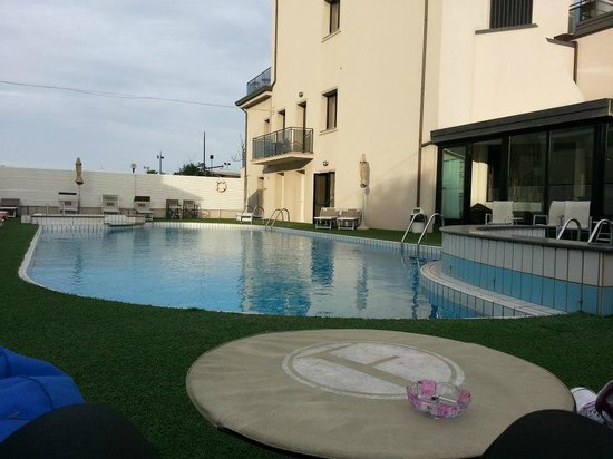 Ferretti Beach Hotel: piscina esterna riscaldata