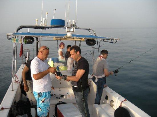 Arabian Adventures Day Tours: Captain Abdulrahman assisting us