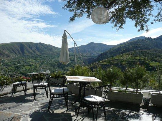 La Almunia del Valle : Frühstücksterrasse