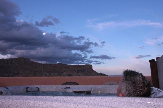 Dreamkatchers Lake Powell Bed & Breakfast: Hottub on roof