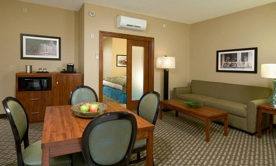 Bicycle Street Inn & Suites and Waterfront Collection : Premium Water View Balcony Suite