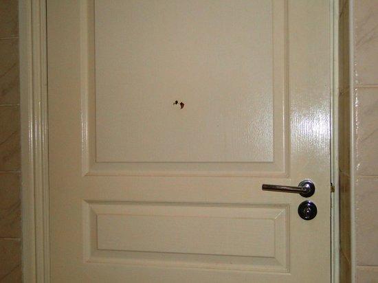 Holiday Inn Killarney: HI Killarney - room 301 - bathroom door