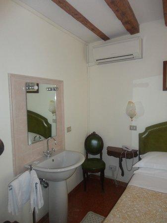 Hotel Minerva & Nettuno: bathroom
