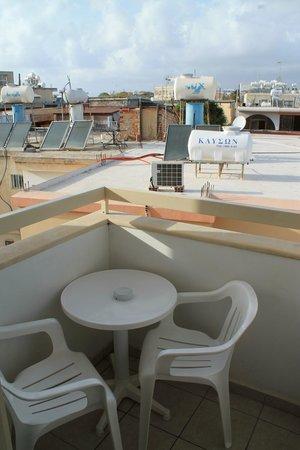 Pyramos Hotel: Balcony