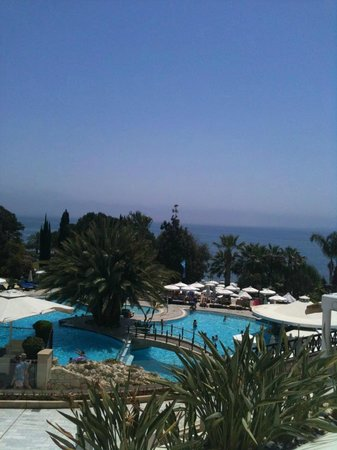 Mediterranean Beach Hotel: Terrasse du bar