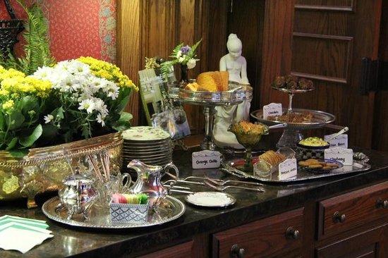 Two Meeting Street Inn: Tea Time