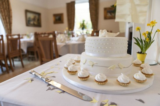 Alison House Hotel: Dining room (with wedding cake)