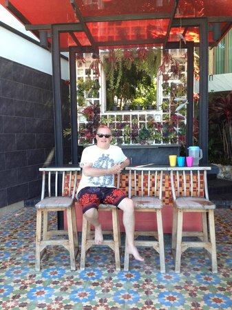 Papa Monkey Resort: pool bar