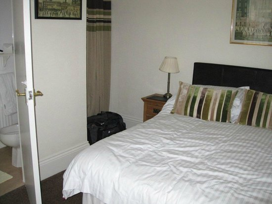 Upper Mount House Hotel: Bedroom