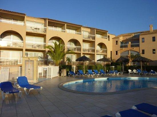 La Lagune Beach Resort and Spa : L'hotel au petit matin