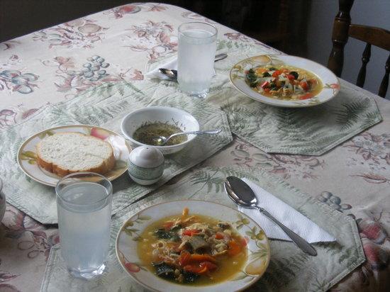On the Mira Bed & Breakfast: Breakfast Time