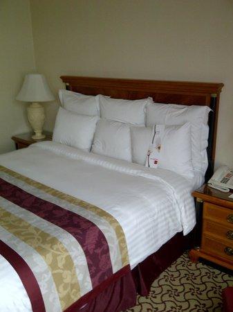 Leipzig Marriott Hotel: Bed in room 747
