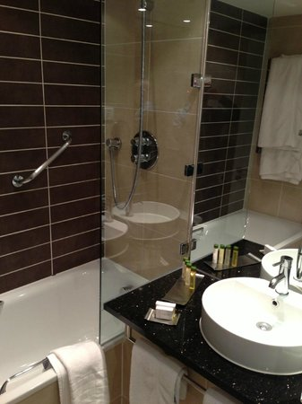 Doubletree by Hilton Chester: Shower