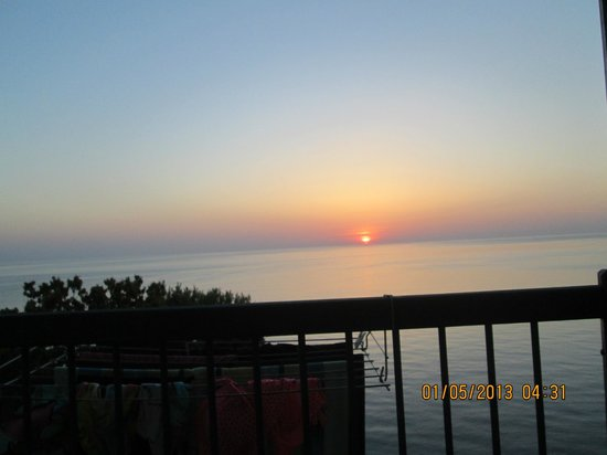 Magic Balcony Suite Apartments : Amazing sunrise from the front balcony