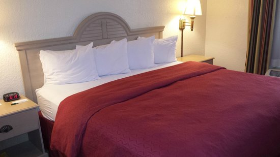 Country Inn & Suites By Carlson, Miami (Kendall): Comfortable Bed.