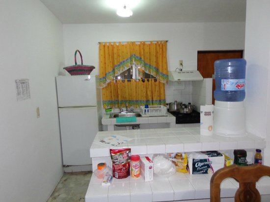 Hotel Sombrero Suites : Kitchen/dining area
