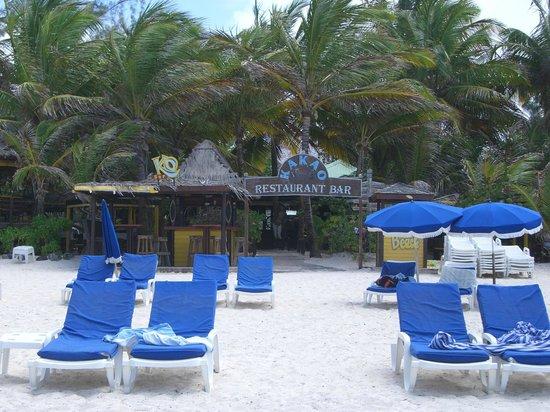 Kakao Beach Restaurant and Bar: View of Restaurant from Orient Beach