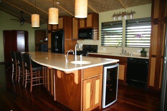 Kona Sugar Shack: Anniversary Suite Kitchen
