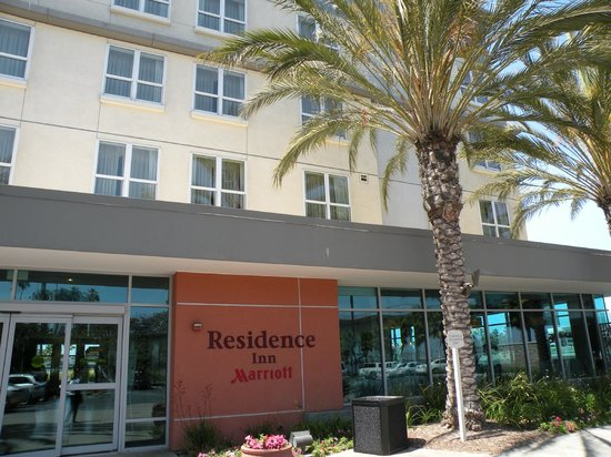 Residence Inn Long Beach Downtown: Front of Hotel
