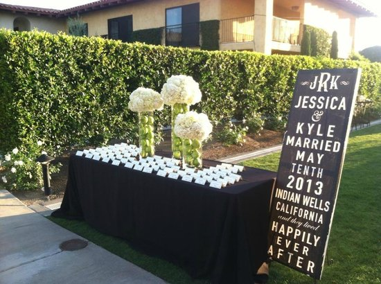 Miramonte Resort & Spa: Reception Card Table