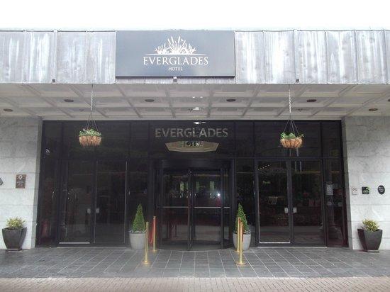 Everglades Hotel: Hotel entrance