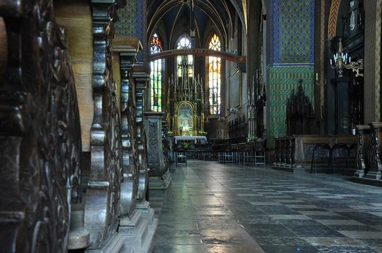 Franciscan Church (Kosciol Franciszkanow): View down the aisle to the altar