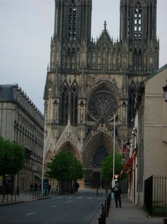 Ibis Styles Reims Centre Cathédrale : Reims Cathedral close by