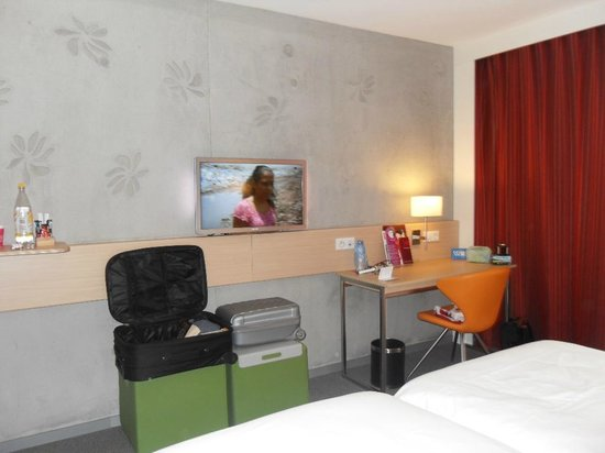 Mercure Valenciennes Centre Hotel : Room and tv(!)