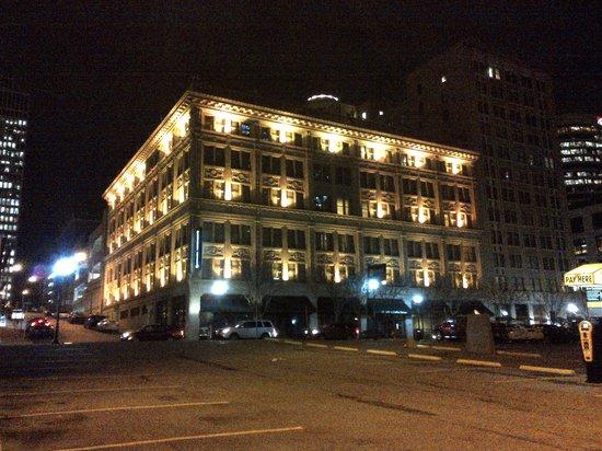 Homewood Suites Nashville Downtown: Front of Hotel