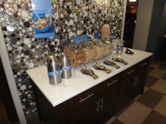 Hampton Inn Baltimore - Washington International Airport: Cereal