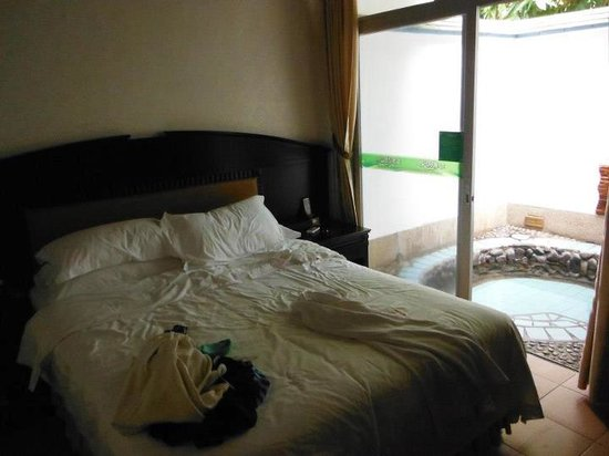 Xinyinzhan Hot Spring: room