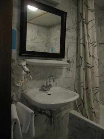 Hotel De Beurs: 浴室