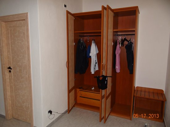 Hotel San Vincenzo Terme: armadio