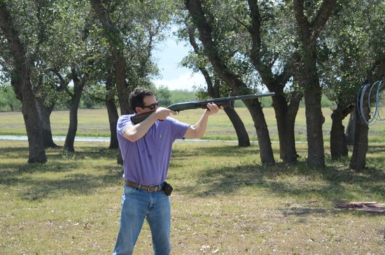 Knolle Farm and Ranch Bed, Barn and Breakfast: Skeet shooting