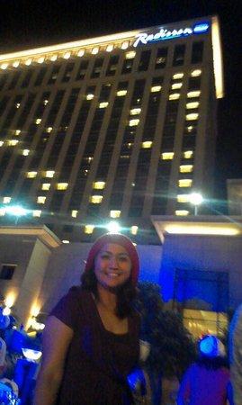 Radisson Blu Cebu: By the Pool