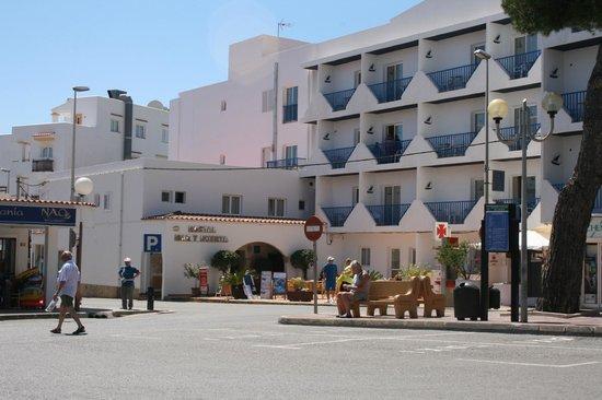 Hostal Mar y Huerta : view from taxi rank