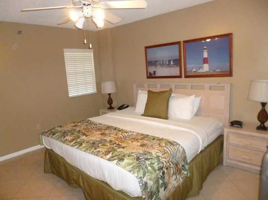 Ocean Pointe Suites at Key Largo: 1.Schlafzimmer
