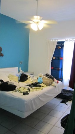 Coral Reef Inn: Our bedroom