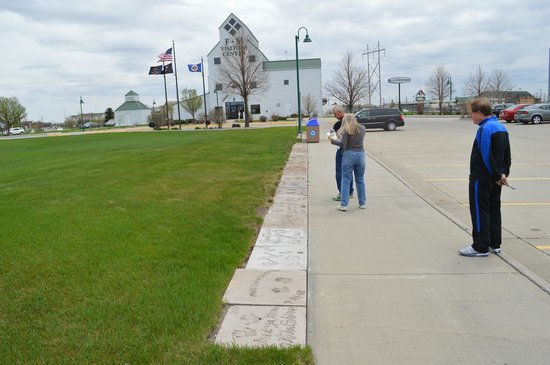Fargo-Moorhead Visitors Center: Looking at the Celebrity Walk of Fame