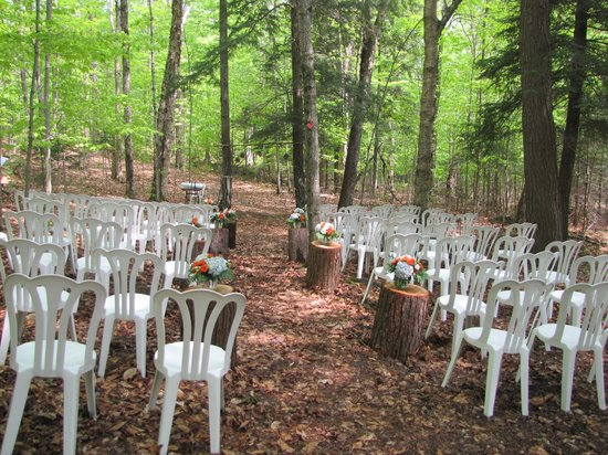 Morgan House Bed and Breakfast and Wool Works Studio : the ceremony space