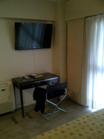 Montanas Azules Apart Hotel: Dormitorio con Escritorio