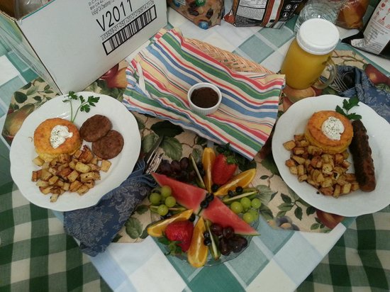 Piety Hill Cottages Motel and B&B Inn: Breakfast served in your room