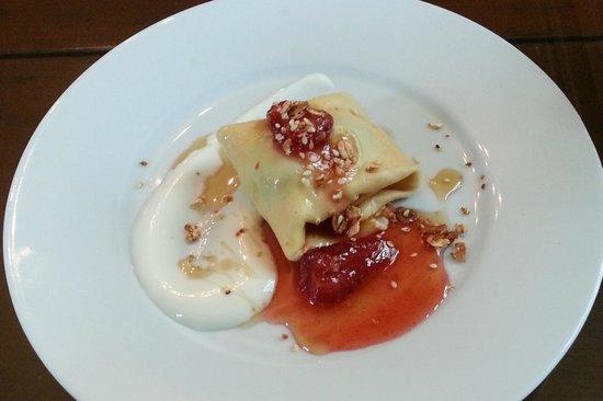 Hayes Inn : Breakfast appetizer - Crepe with yoghurt, granola and berries