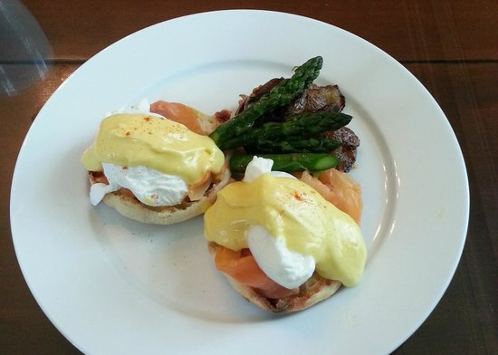 Hayes Inn: Steve's Famous Eggs Benedict