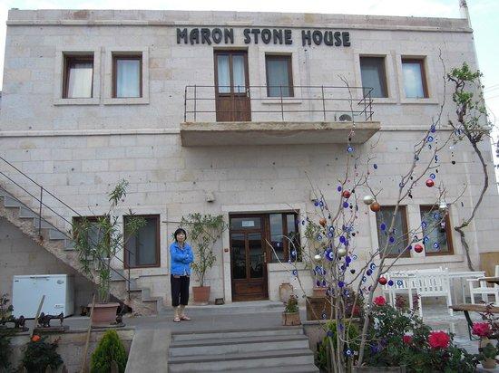 Maron Stone House: 정면